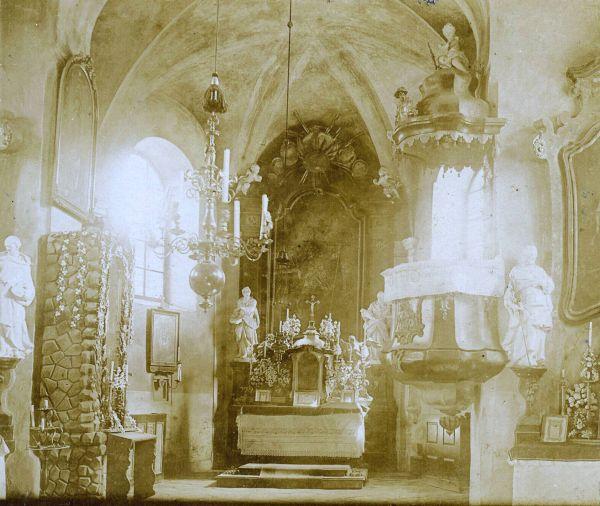 Vnitřek starého kostela